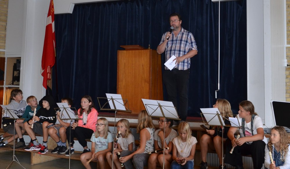 Udover borgmesteren holdt ogsåformanden for Børne- og Skoleudvalget Nikolaj Rachdi Bührmann tale. Foto: AOB