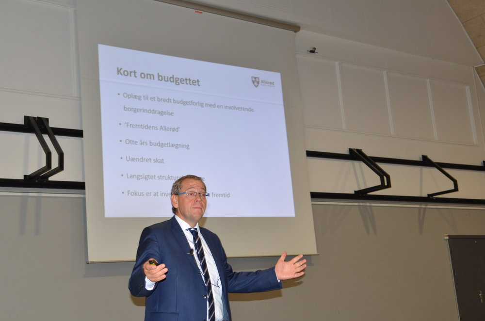 Borgmester Karsten Längerich oplyste, at der både var roser og torne i budgettet. Foto: AOB