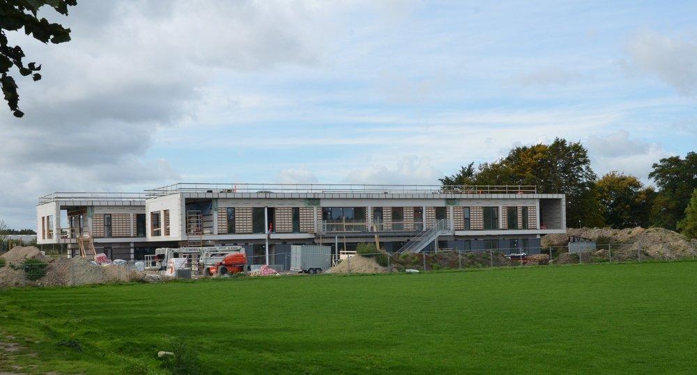 Nicolaj Bührmann kunne oplyse, at tidsplanen for Børnehus-byggeriet holder, således, at der afholdes aflevering i slutningen af december måned i år. Foto: AOB