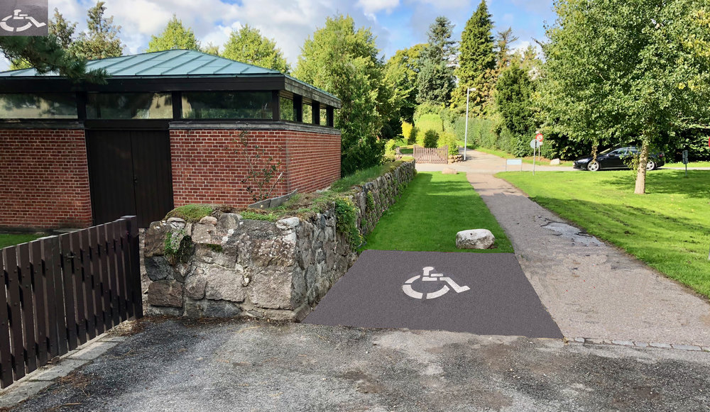Parkeringspladsen svarer i størrelse ca. til det bus-læskuret fylder. Arealet er belagt med asfalt og bliver markeret med et handicap-logo. Foto: AOB
