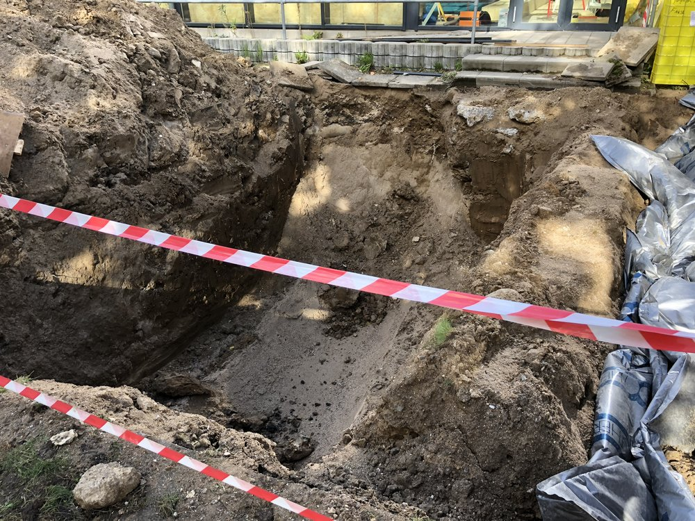 Her er gravet ned til en gammel olietank, som nu er fjernet. Foto: AOB