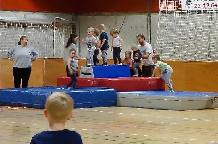 Rigtig mange børn skulle bl.a. prøve tumlebanen. Foto: Poul Møller Hansen