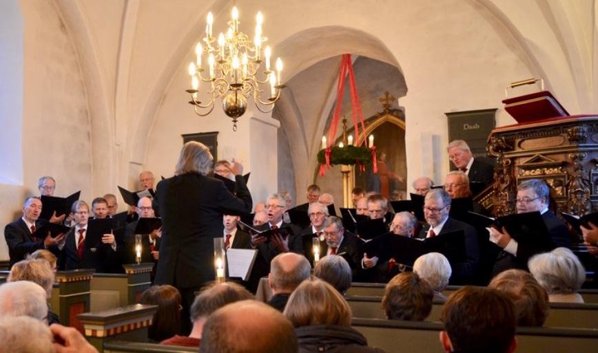 Studenter-Sangforeningen - Danmarks største og ældste mandskor - synger igen i år julen ind i Blovstrød Kirke. Arkivfoto: AOB