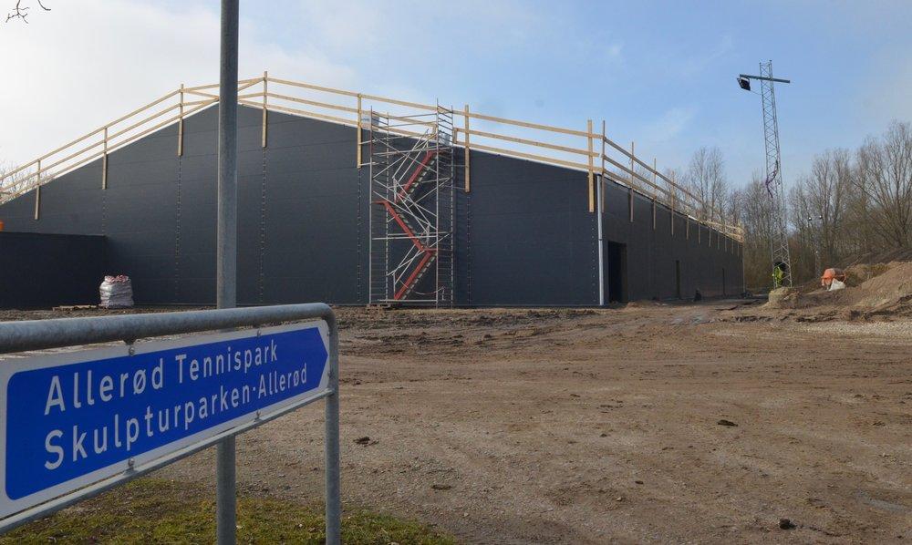 """""""Vi er nu et stort skridt nærmere at få opfyldt tennisklubbernes store ønske,"""" sagde borgmester Karsten Längerich ved rejsegildet. Foto: AOB"""