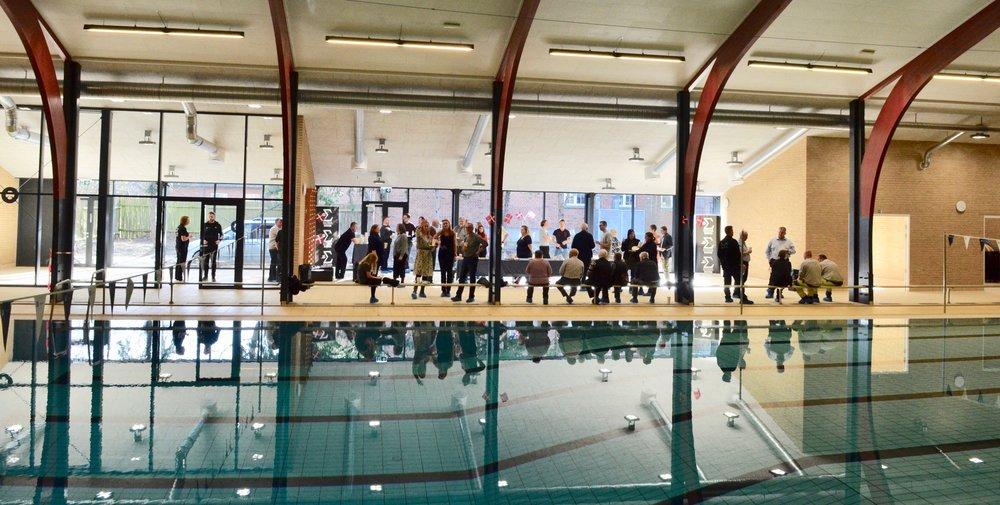 Udvidelsen har givet meget mere luft til selve svømmehallen, idet størstedelen af dryland-arealet er helt åben ud mod selve hallen. Foto: AOB