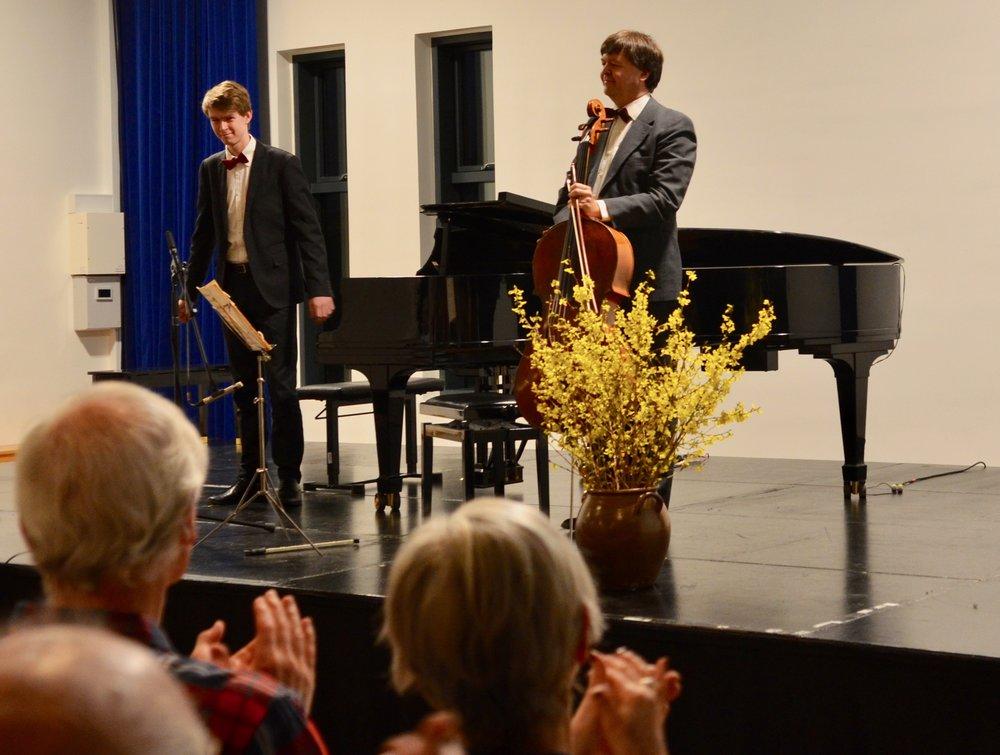 Det blev til en musikalsk oplevelse af usædvanlig kvalitet, fremført af Klaus og David Munk-Nielsen. Foto: AOB