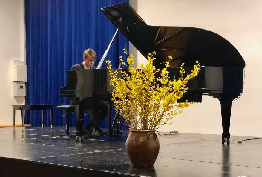 Efter pausen fremførte David Munk-Nielsen en 1/2 time lange Liszt-sonate og et ekstranummer af Prokofiev. Foto: AOB