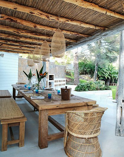rustic bohemian outdoor dining via Carolinelegranddesign.com