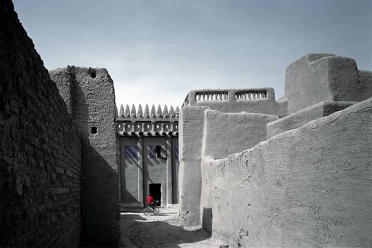 Approach of a house in Djenne, Mali - Image courtesy of historum.com