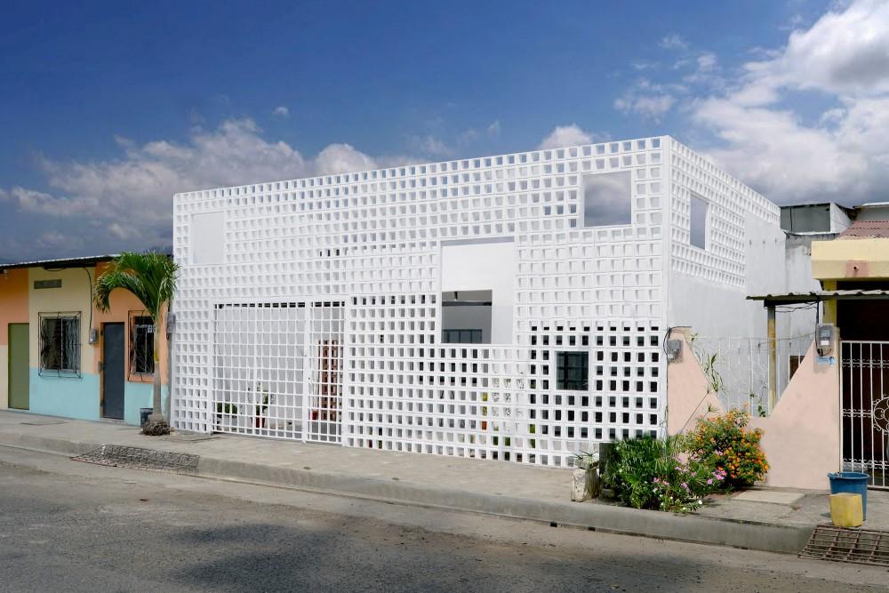 Infinita House  by Natura Futura Arquitectura | © José Gómez Courtesy of ArchDaily
