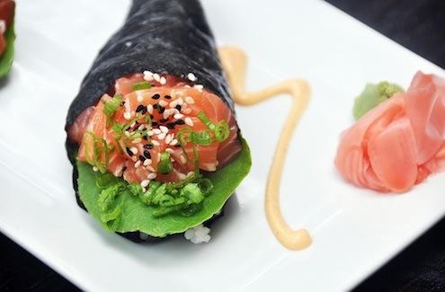 salmon-hand-roll
