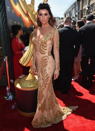 jacqueline-macinnes-wood-at-2015-daytime-emmy-awards-in-burbank-01-320x440