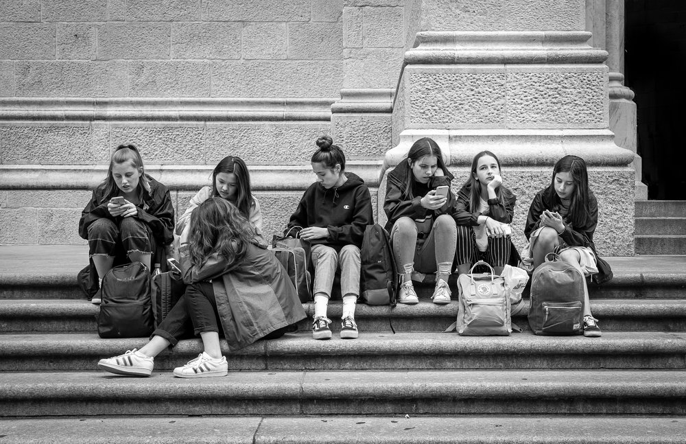 girls with phones