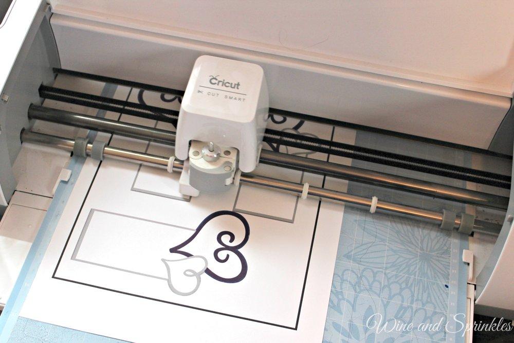 DIY Printable Wine Glass Place Cards #diywedding #cricutproject #cricut