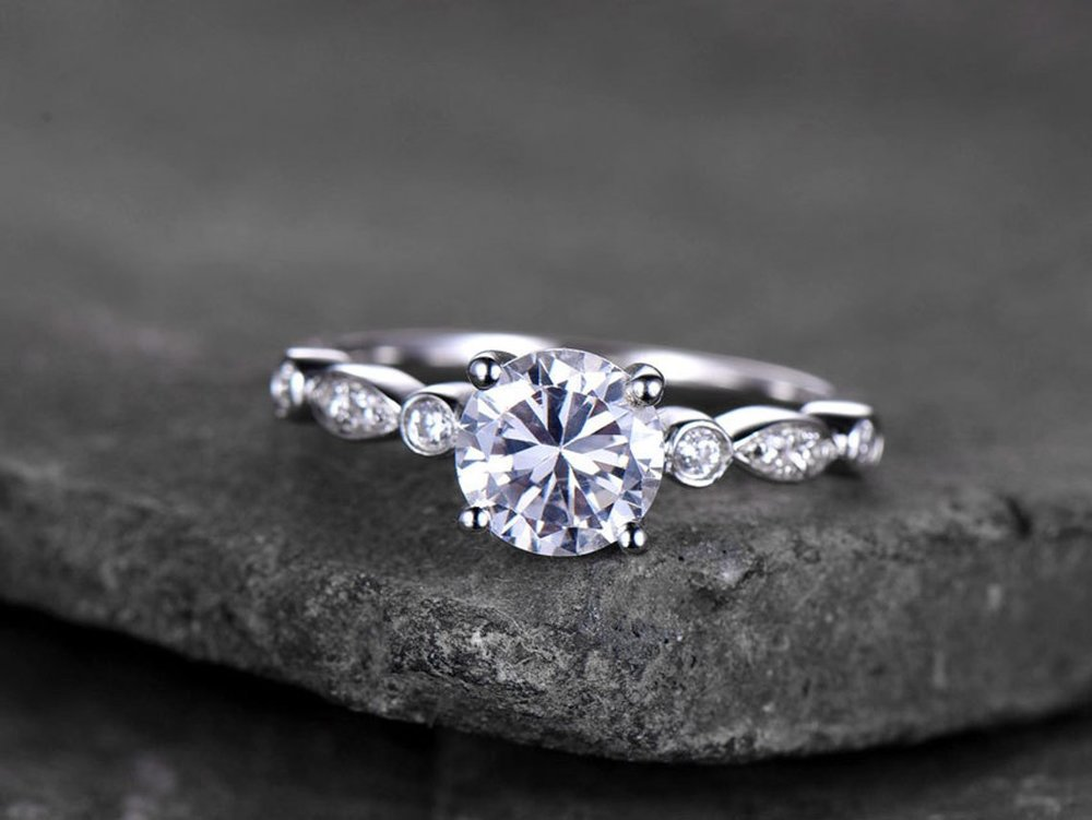 30 Alternative Engagement Rings on Etsy Under $350 #engaged #engagementring #bling
