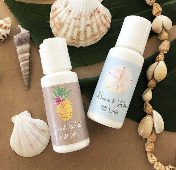 Fun and Unique Beach Wedding Favors for a Destination Wedding #weddingfavors #beachwedding  #destinationwedding