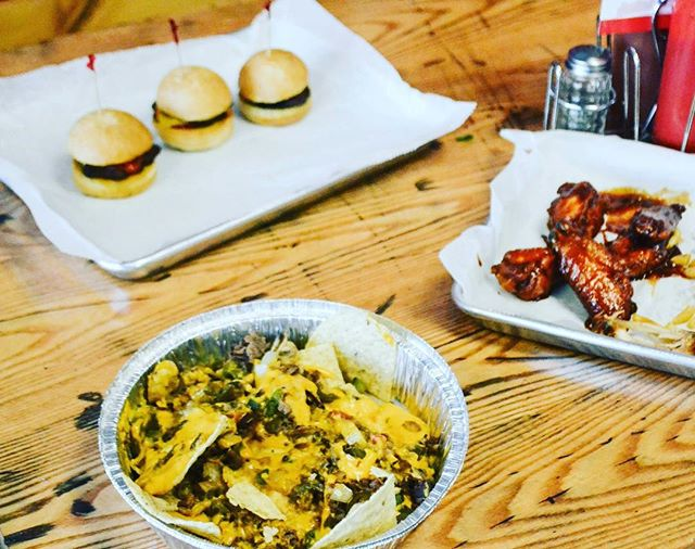 So many choices!! At UrbanTaali they're easy -- can't decide what you want? Just get it all! 😋😋😋 ⠀⠀ -⠀⠀ #ChoicesMadeEasy #EasyDecision #Lunch #Dinner #Friends #UrbanTaali #FeastYourEyes #Wrap #Halal #StreetFood #AtlantaStreetFood #Phillys #Burgers #Fries #Yum #NomNom #FoodPorn #Foodie #Atlanta #Restaurant #Hotlanta #ATL #ATLFoodTrucks #FoodTruck #Delicious #Health #Yummy #Food #RiceBowl #Taalis