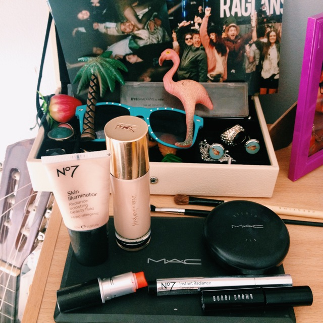 Mac make up and January's tropical things!