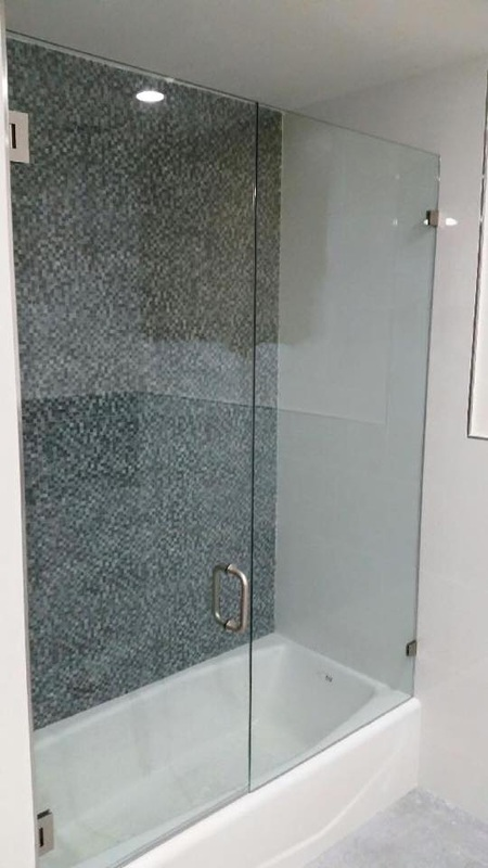 Frameless glass enclosures ultimate bathrooms inc for Ultimate bathrooms