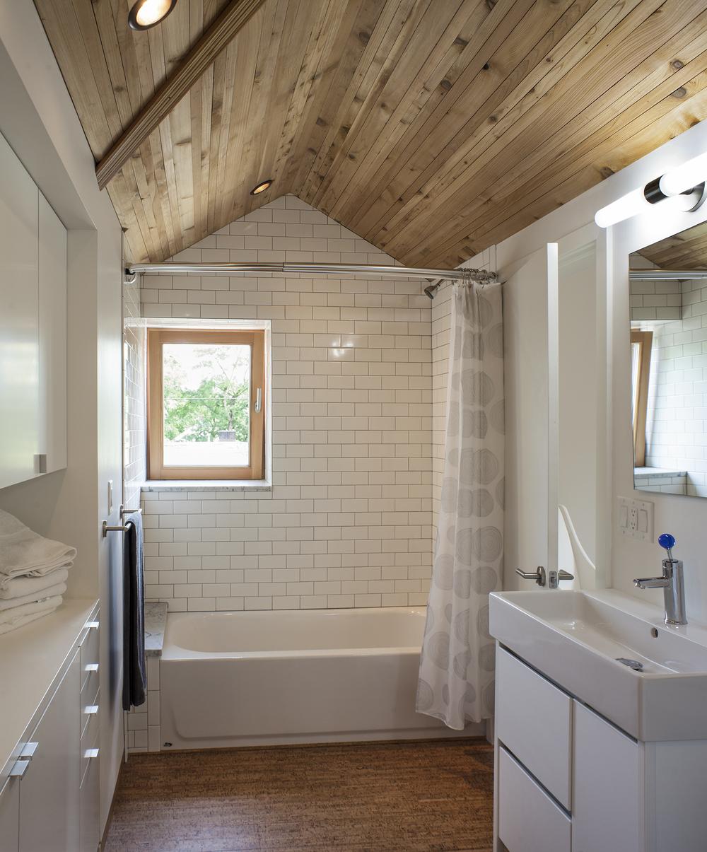 bathromm 2.jpg
