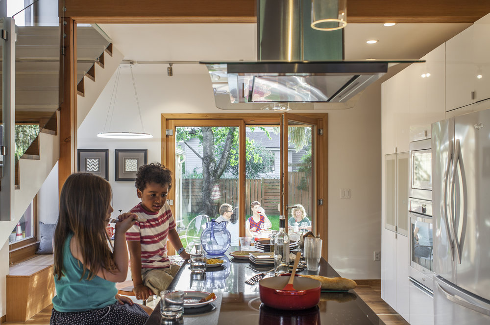 Hinge-Build-Group-Phoenix-Passive-House-kitchen-kids.jpg