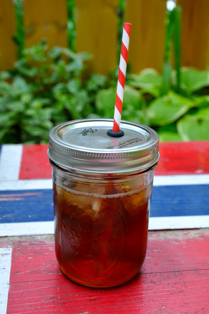 mason-jar-with-lid-straw