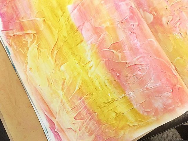 Playing with Gesso and Gelatos  #artjournal #art #gelatos #fabercastell #fabercastellgelatos #gesso #arttherapy #dylusions #dylusionsjournal #wednesday #wednesdaynight