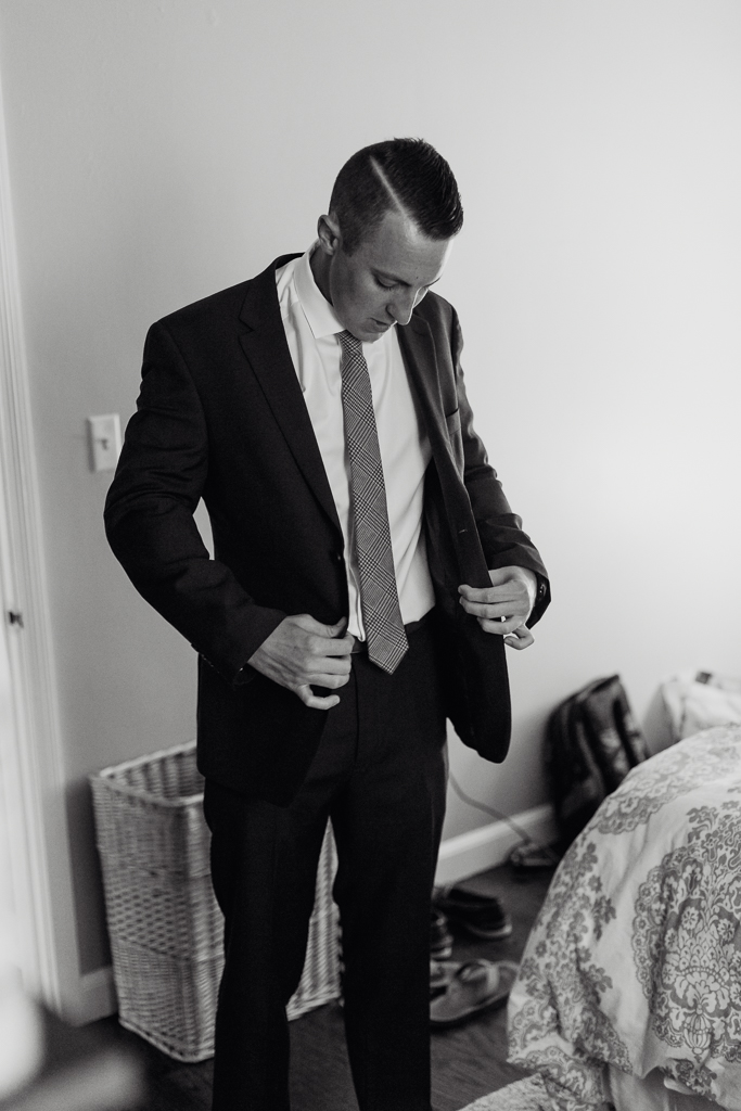 groom-getting-ready-black-and-white-columbus-ohio-wedding-photographer4.jpg