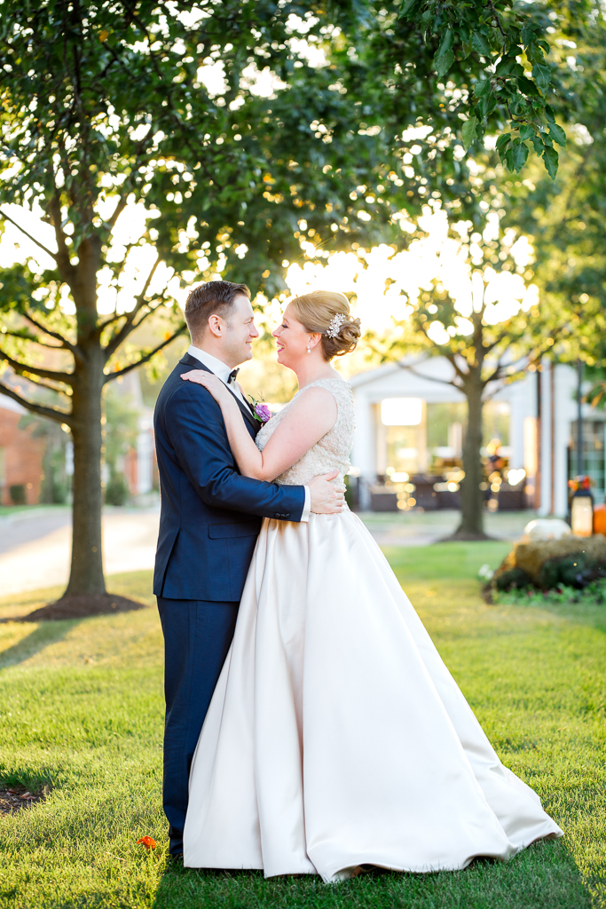 romantic-sunset-with-bride-groom-georgian-architecture-nationwide-hotel-wedding-columbus-ohio1.jpg
