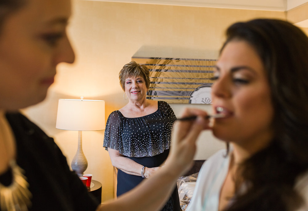 bride-gets-ready-wedding-raddison-downtown-hotel-columbus-ohio-wedding-photographer4.jpg