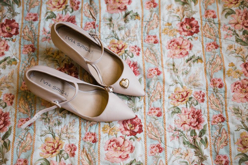 Bride-groom-winter-wedding-watersedge-getting-ready-homewood-suites-columbus-ohio-wedding-photographer8.jpg