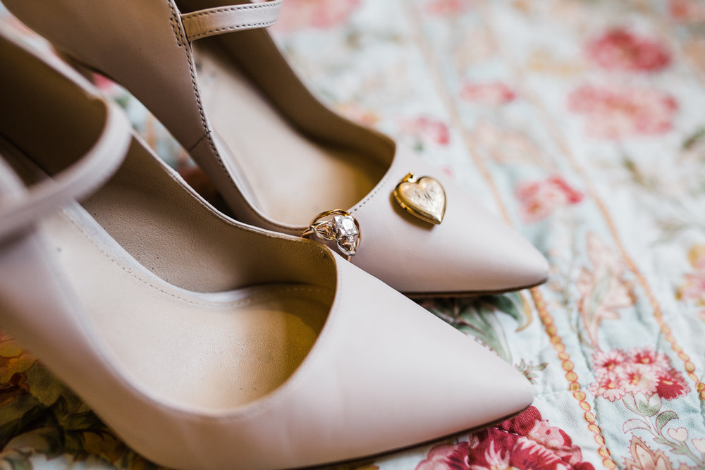 Bride-groom-winter-wedding-watersedge-getting-ready-homewood-suites-columbus-ohio-wedding-photographer9.jpg