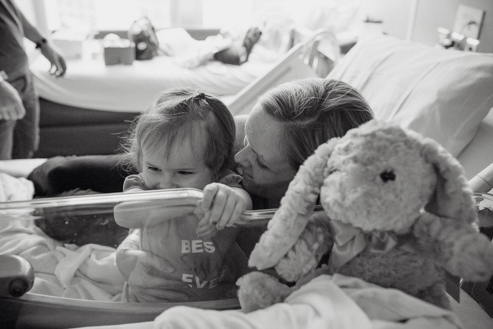 Fresh-48-newborn-hospital-session-columbus-ohio-newborn-photographer8.jpg