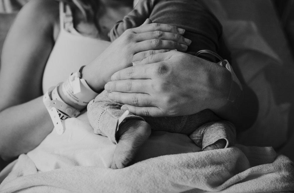 Fresh-48-newborn-hospital-session-columbus-ohio-newborn-photographer16.jpg