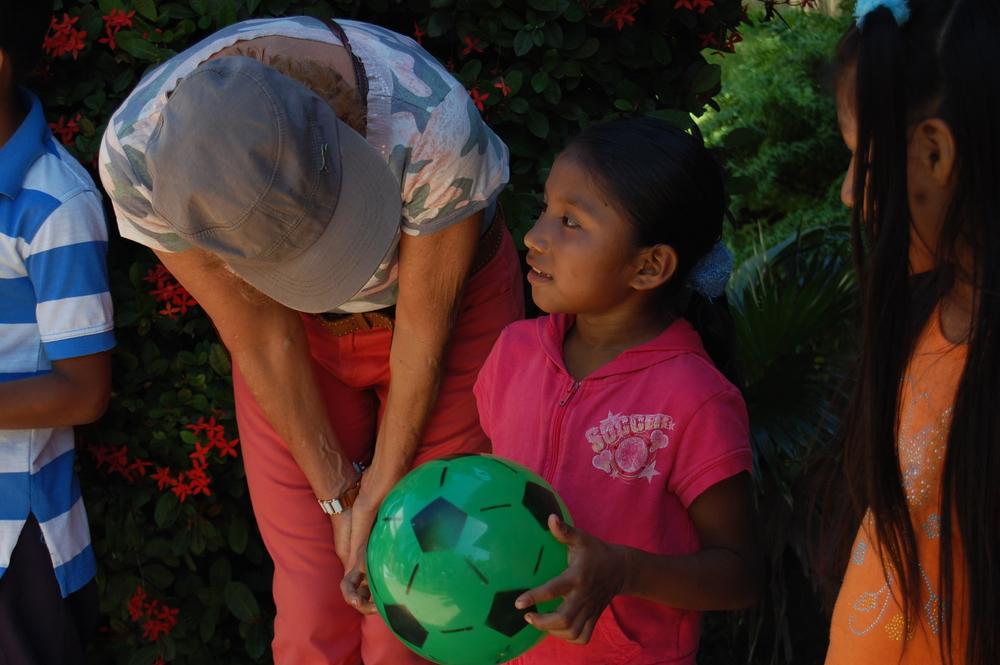 Volunteer with kids in Bocas, Panama