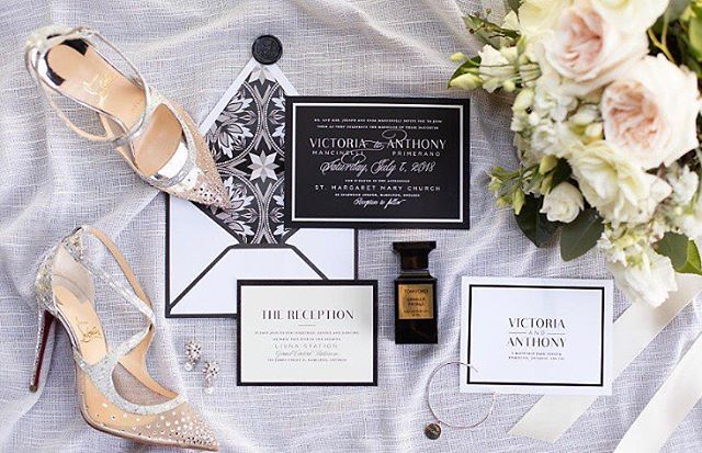 Thanks for this beautiful shot of Victoria and Anthony's #custominvitations @alexandradelbello! We love this suite for so many reasons, the suede paper is up there though 👌🏻 . . . . Stunning florals @rachelaclingen  Photography @alexandradelbello