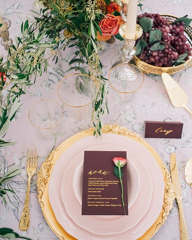 Tablescape perfection featured on @100_layercake today!  With a fabulous team from Toronto to Spain  Photography @ugo.photography  Planning @lovestorynovias  Venue @castellderiudabella  Florals @saimasqueflores