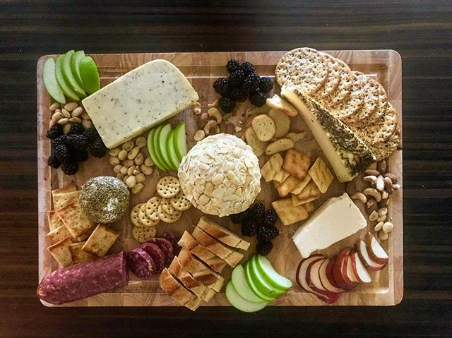 Christmas cheese board. 🥖🍷🧀 For two. 😳