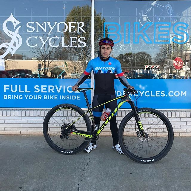 Team rider Yelsin with his new @bikeonscott Scale 930 ready to crush some XC racing (and check that hot new @snyderfactoryracing kit) . . . #xcmtb #mountainbike #rideonscott #scottsports #snyderfactoryracing #snydercycles #cycling