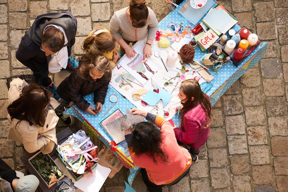 Kreative Kinder beim Workshop von Atelier Dadada aus Wien.