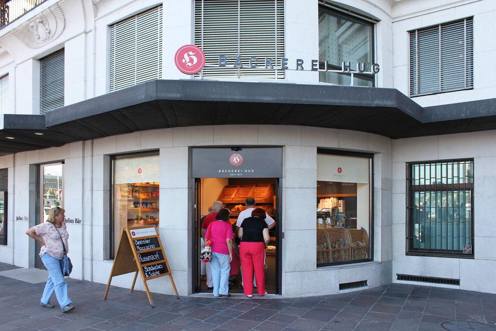 Au Außenansicht Hug-Filiale in Luzern/ Exterior view Hug branch in Lucerne