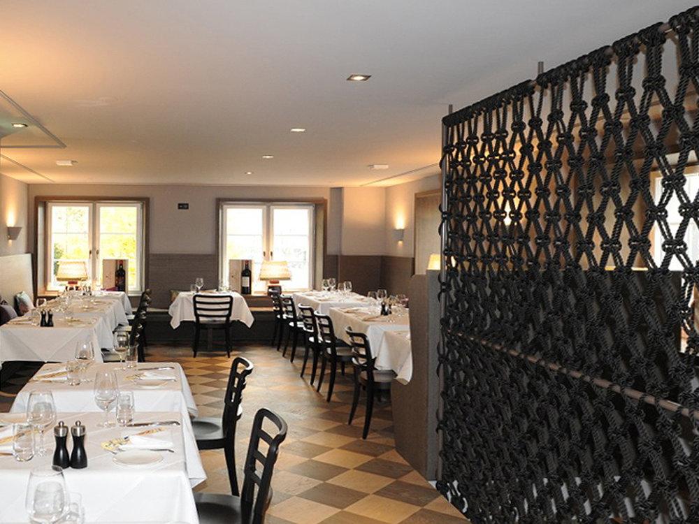 Makramee Sichtschutz und Treppenschutzgitter im Restaurant La Zagra in Zürich, Schweiz