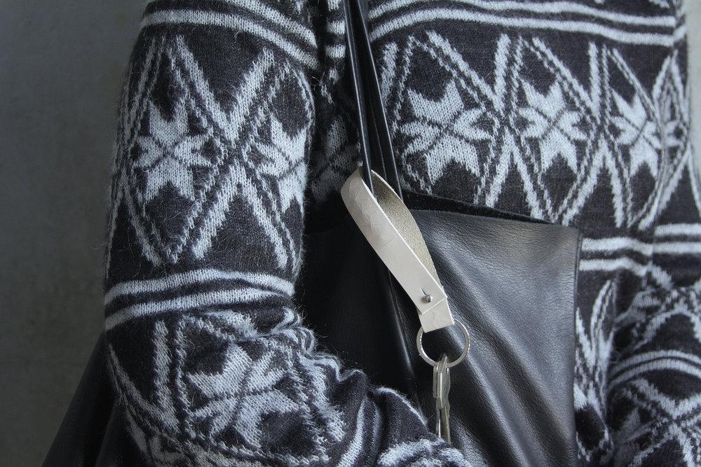 Christina Pauls, Schlüsselanhänger zum Anstecken an die Tasche, hellbeige