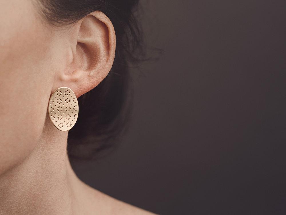 Christina Pauls, Punkt Ohrringe aus 585 Gold