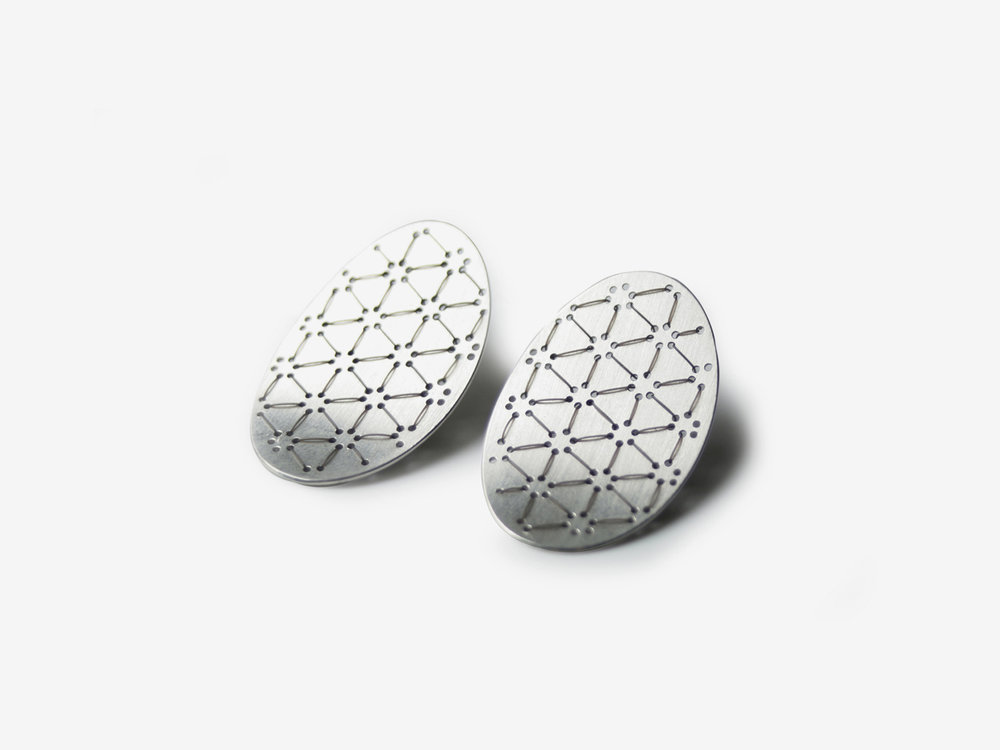 Bestickte Nadelwerk-Ohrstecker Leah in 925 Silber/embroidered Nadelwerk-earrings Leah in sterling silver