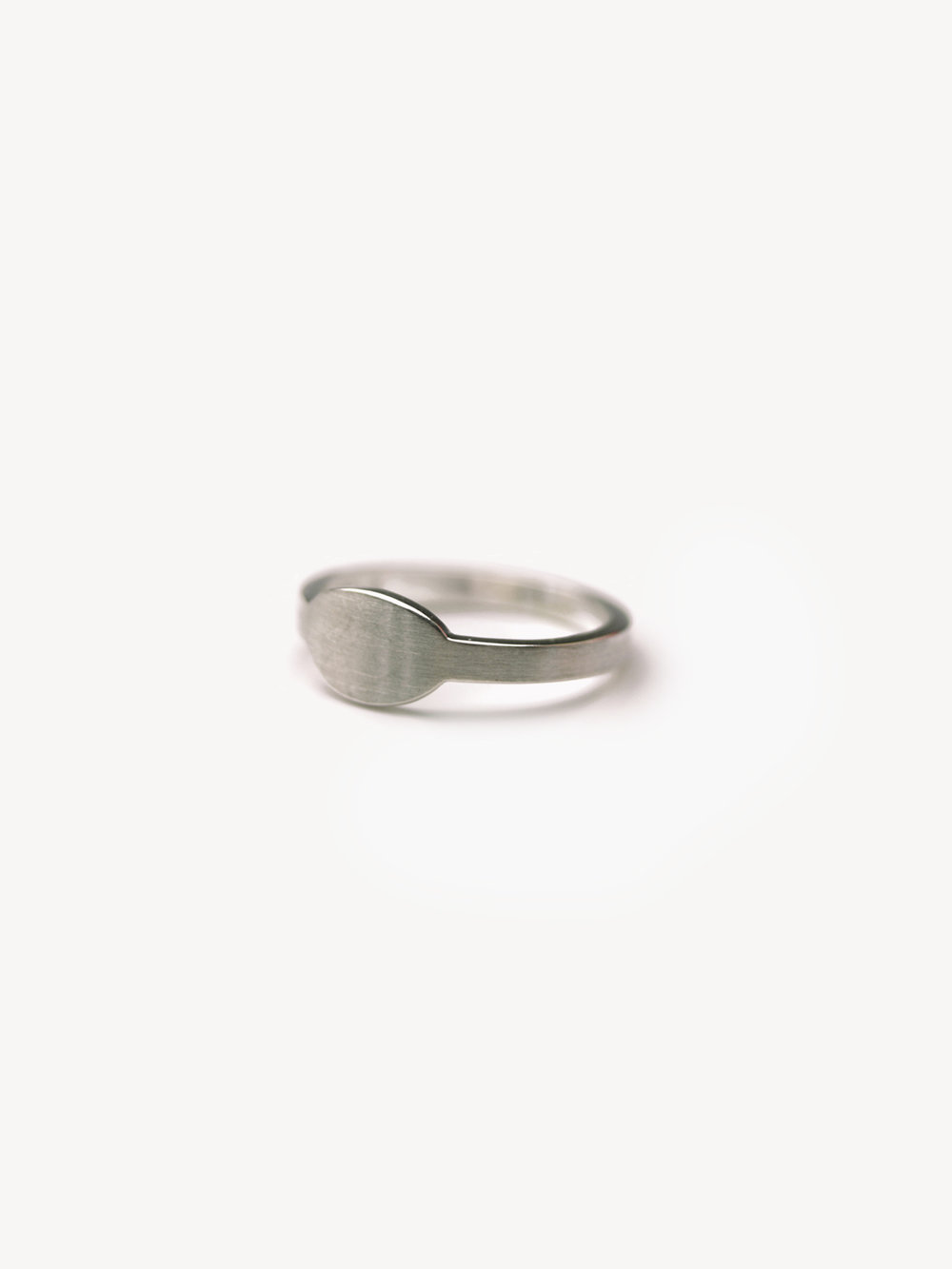 Siegelring Anda, queroval klein in 925 Silber  Signet ring Anda, horizontal oval small in silver