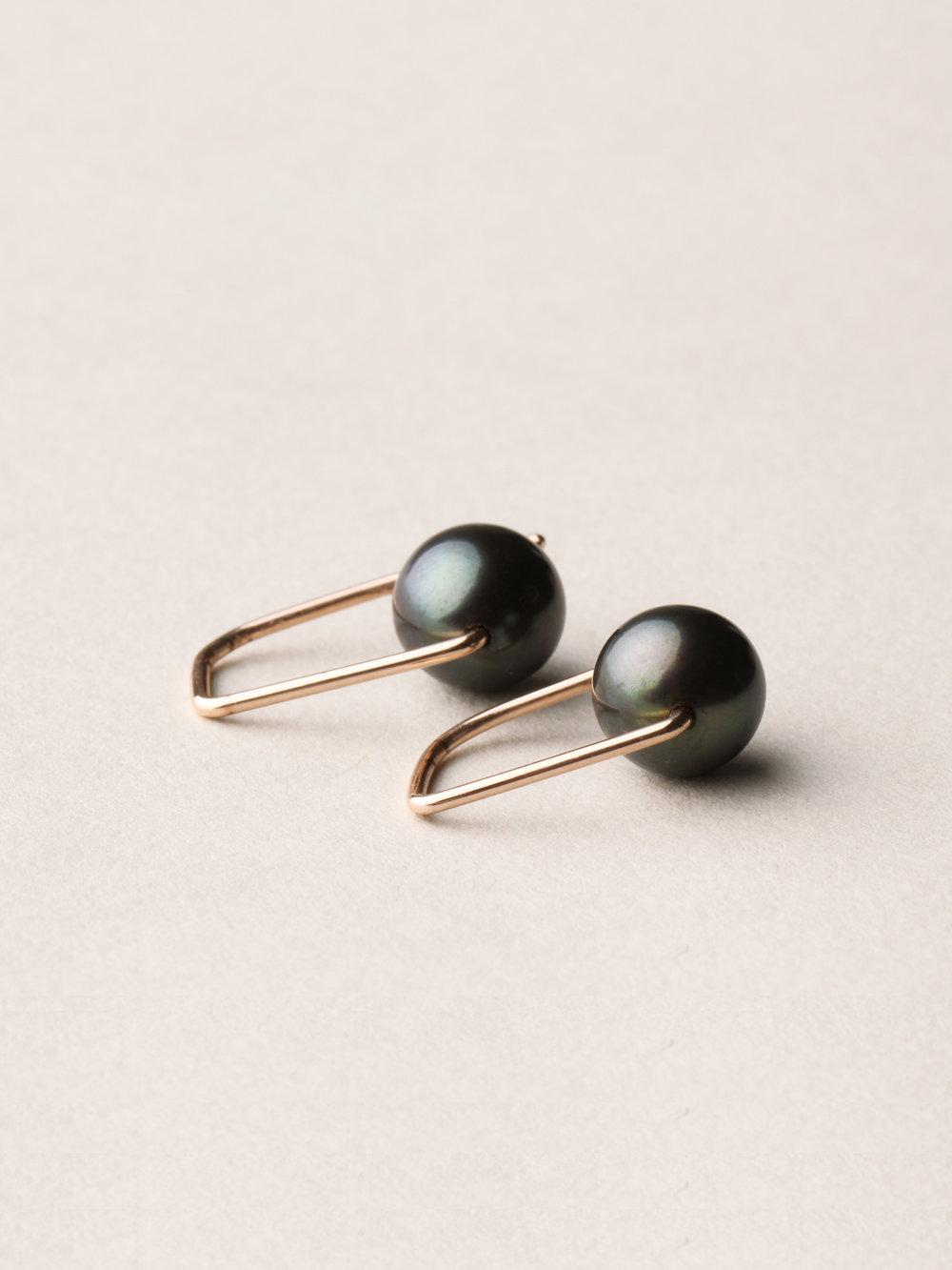 Perlen Ohrhänger, kurz in 585 Rosegold und echten Süßwasserzuchtperlen  Pearl earrings, short in 14kt Rosegold and sweetwater pearls