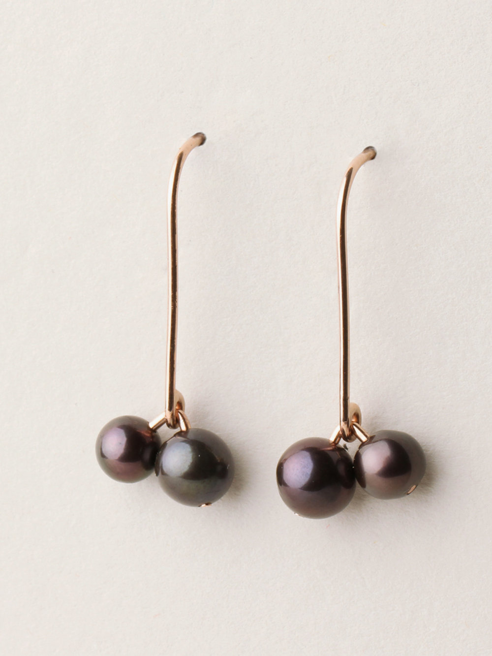 Perlen Ohrhänger, lang mit 2 Perlen in 585 Rosegold und echten Süßwasserzuchtperlen/ Pearl earrings, long with 2 pearls in 14kt Rosegold and sweetwater pearls