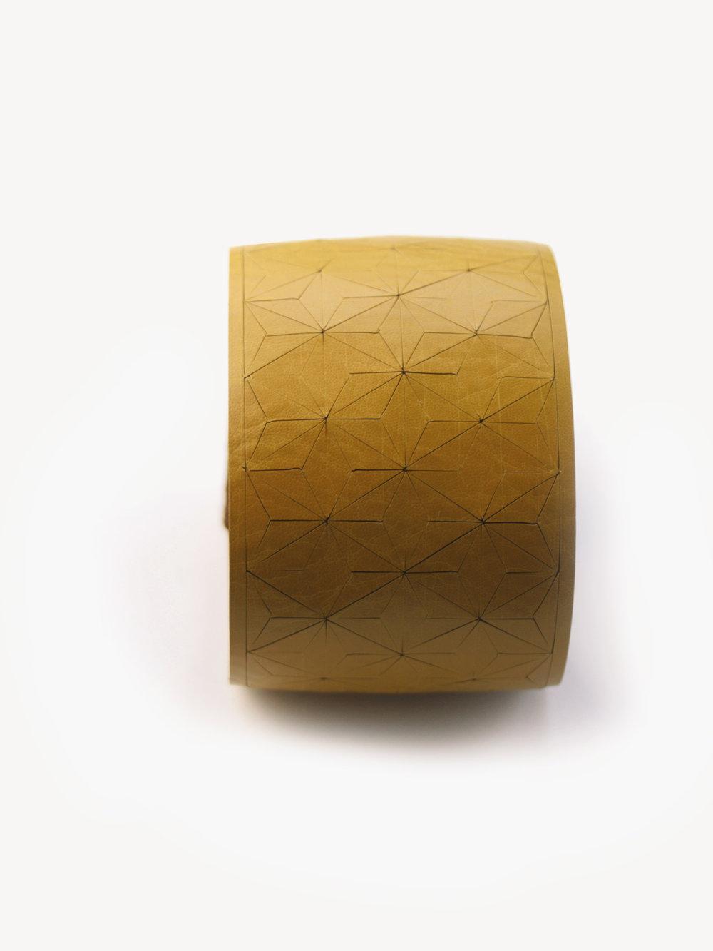 Leder-Armband, breit in senfgelb/ Leather bracelet, small in curry