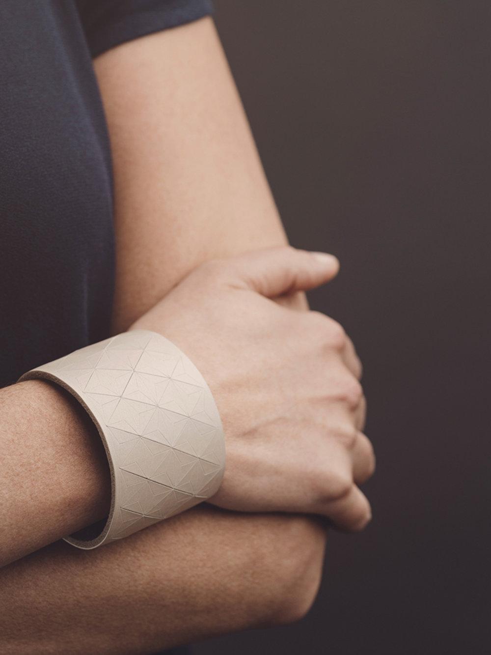 Leder-Armband, breit in puder/ Leather bracelet, big in nude